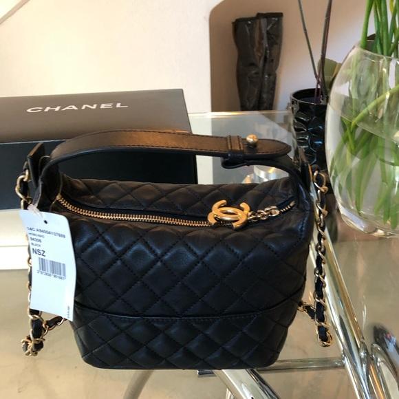 CHANEL Handbags - Auth CHANEL Black Lambskin Small Hobo Crossbody